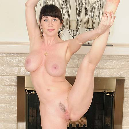RayVeness shows how flexible and sexy she is