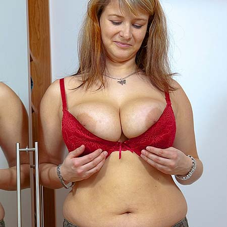 Busty blonde Jane is trying on bras