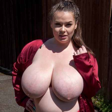 Gina G. flaunts her bbw body in a back alley - Busty Britain