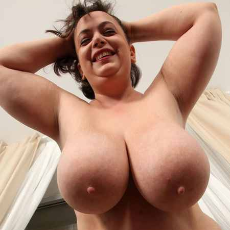 Mia Sweetheart shows her naked chubby body - XX-Cel
